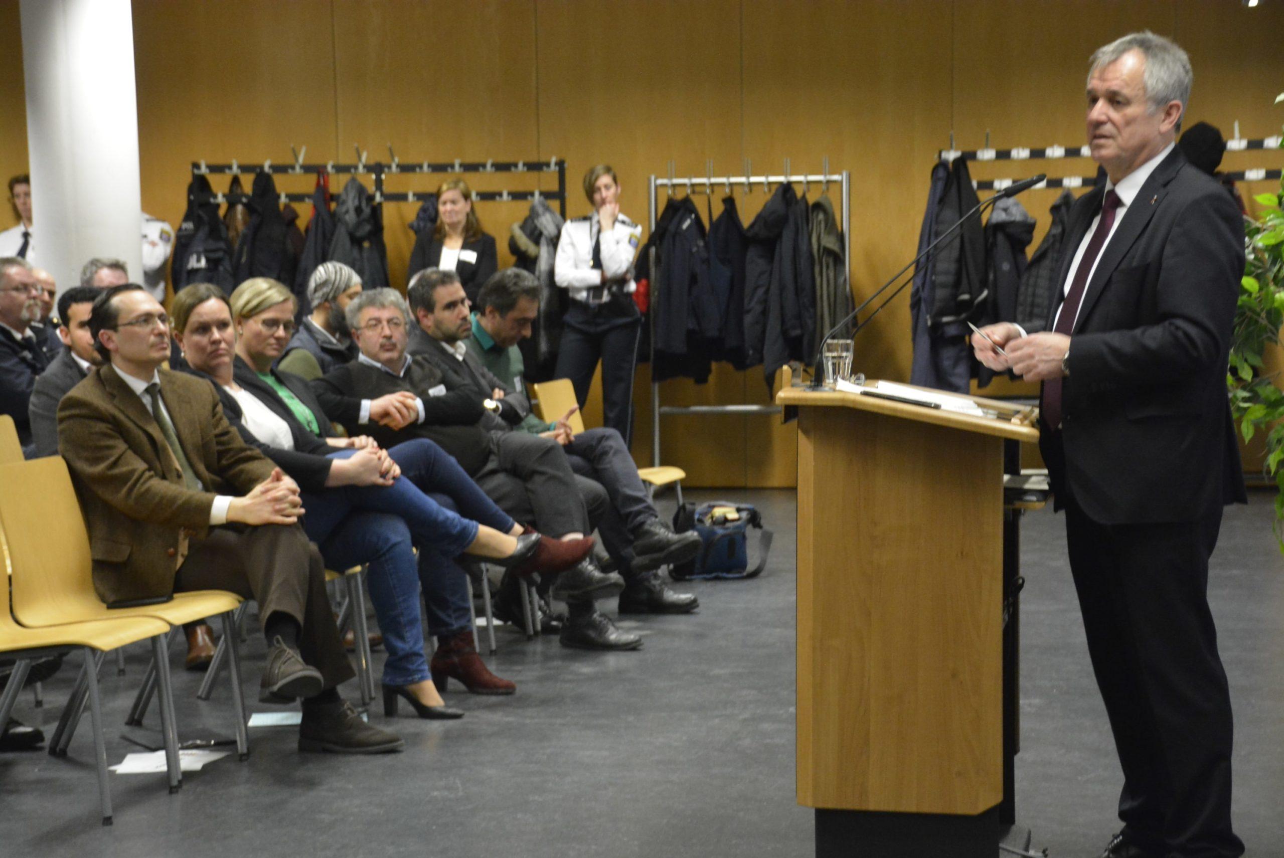 Frankfurt Emniyet Müdürlüğünde Göçmenlerin Güvenliği Konuşuldu