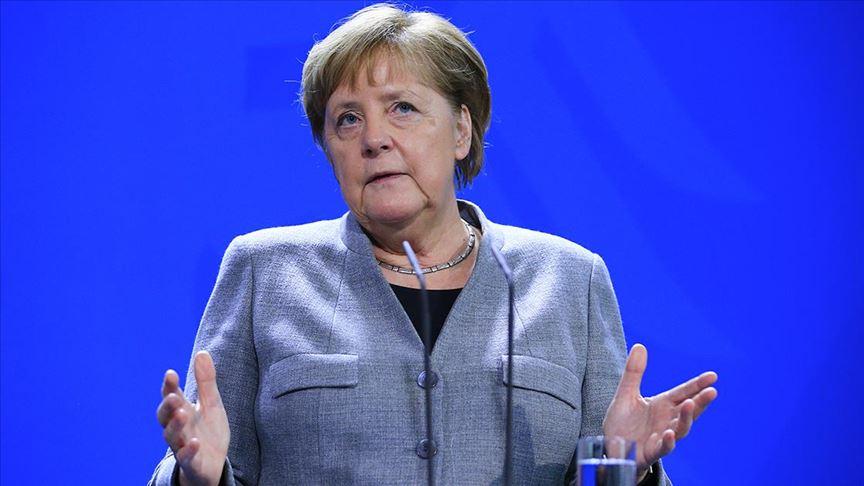 Merkel: Almanya'da insanların güvenliğini sağlamak en öncelikli görevimiz