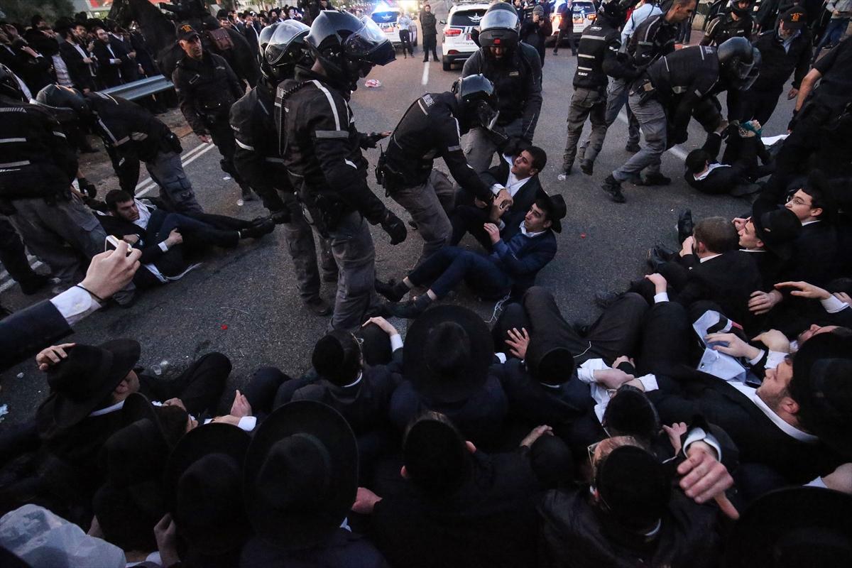 İsrail polisinden Ultra-Ortodoks Yahudilerin gösterisine müdahale