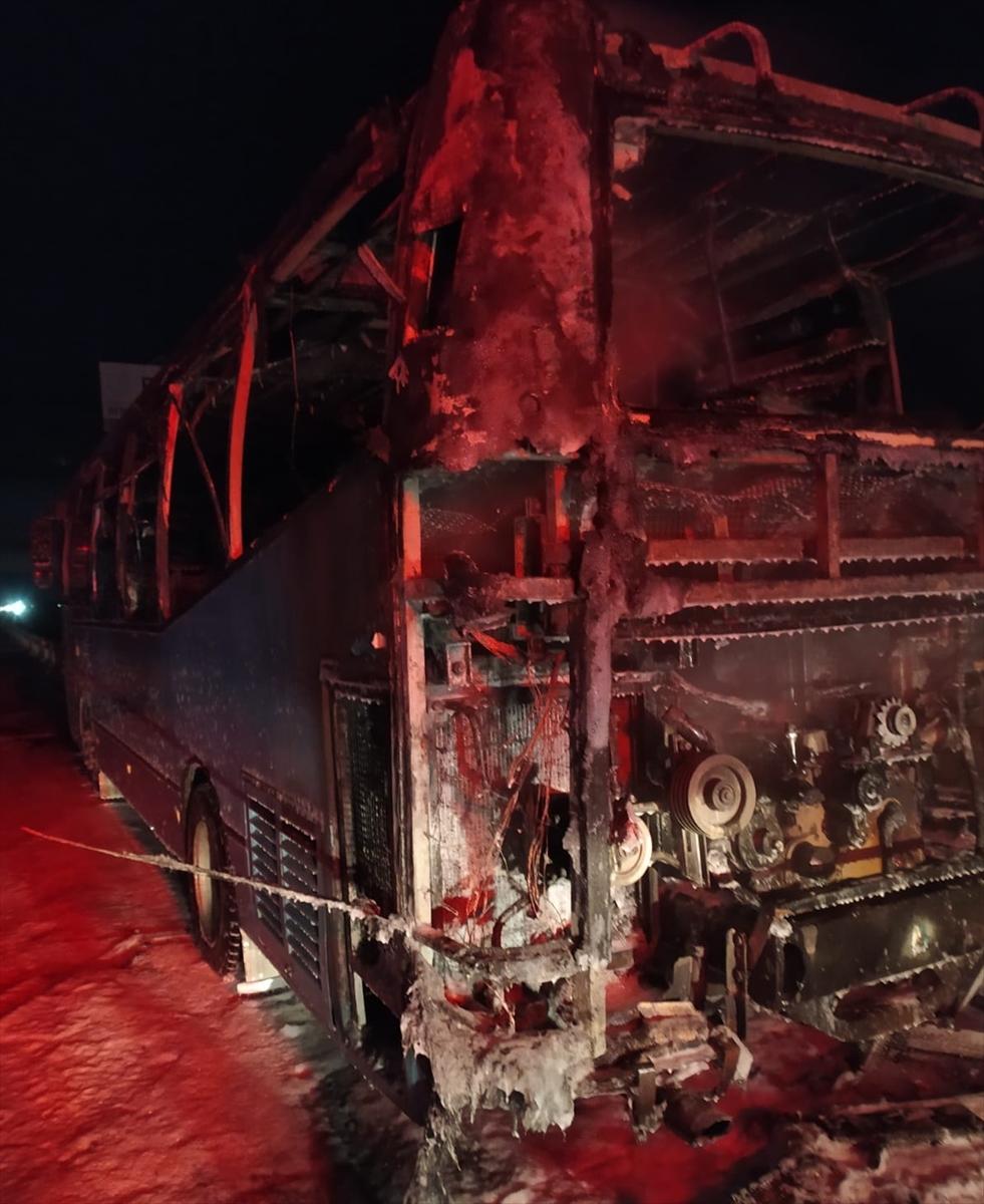 İzmir'de seyir halindeki otobüste çıkan yangın söndürüldü