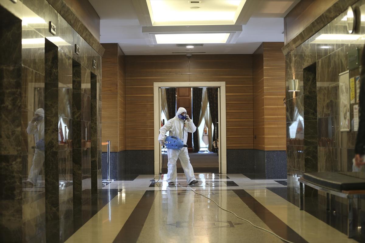 AK Parti Genel Merkezi koronavirüse karşı dezenfekte edildi