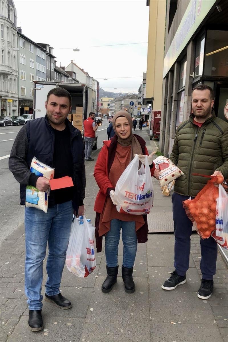 Almanya'da yaşayan Türklerden yaşlılara koronavirüs yardımı