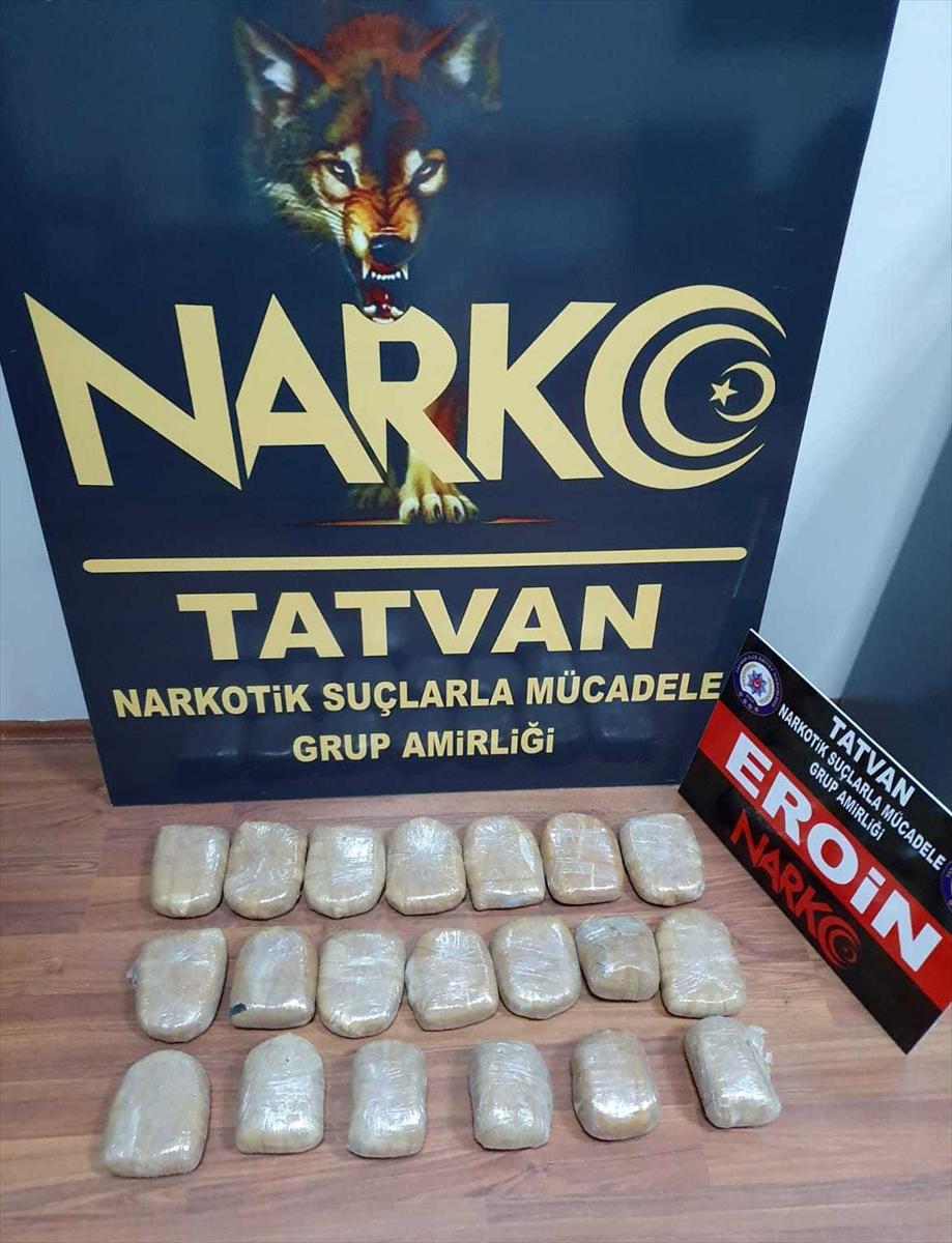 Bitlis'te bir otomobilde 10 kilo 390 gram eroin ele geçirildi