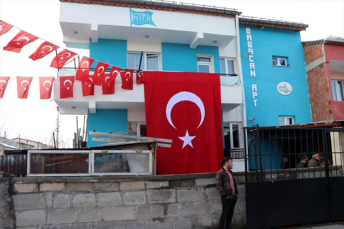İdlib şehidi Uzman Onbaşı Ramazan Nayir'in Sivas'taki ailesine acı haber verildi