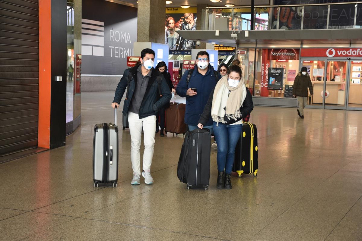 İtalya'daki Türk öğrenciler Kovid-19 nedeniyle yurda dönüş yolunda