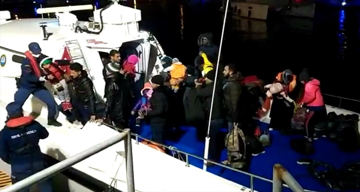 İzmir'de, Çeşme ve Dikili açıklarında 50 yabancı uyruklu yakalandı