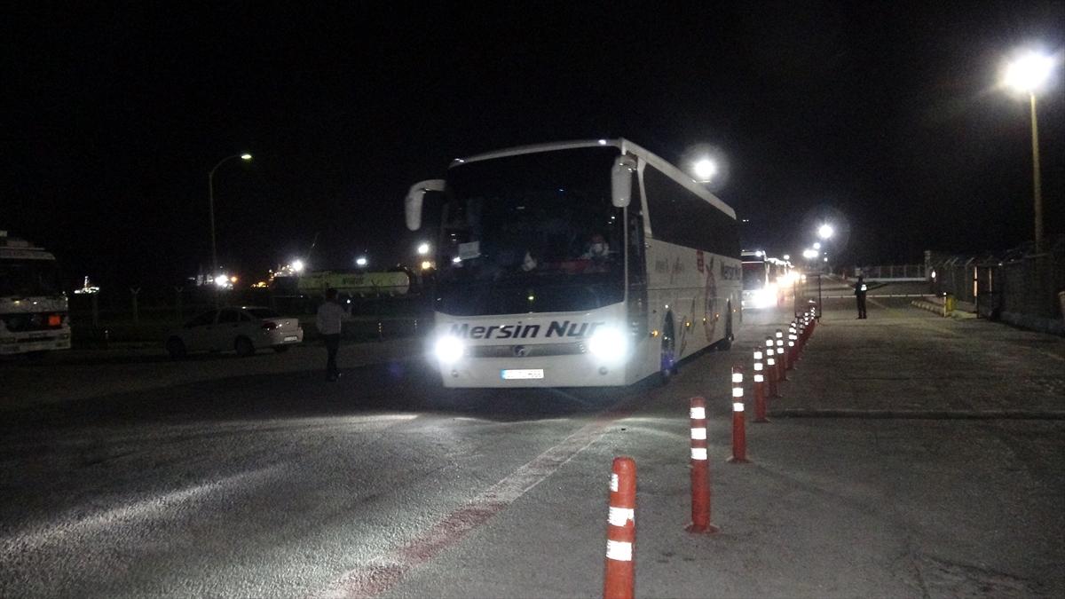 KKTC'den getirilen öğrenci ve tır şoförleri gözlem altında kalacakları kentlere gönderildi