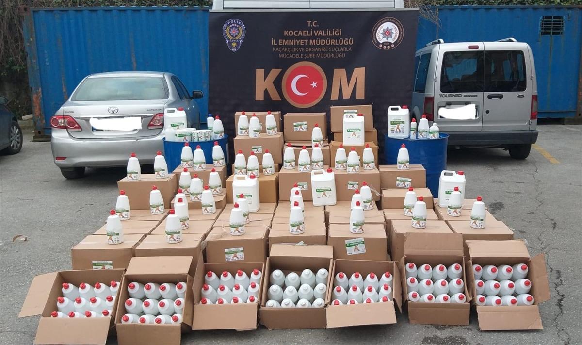 Kocaeli'de kaçak dezenfektan üreten 2 kişi gözaltına alındı