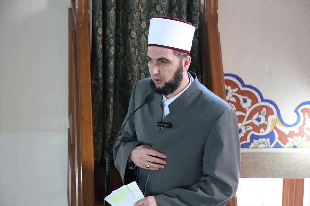 Kuzey Makedonya'da cuma hutbelerinde İdlib şehitleri için dua edildi
