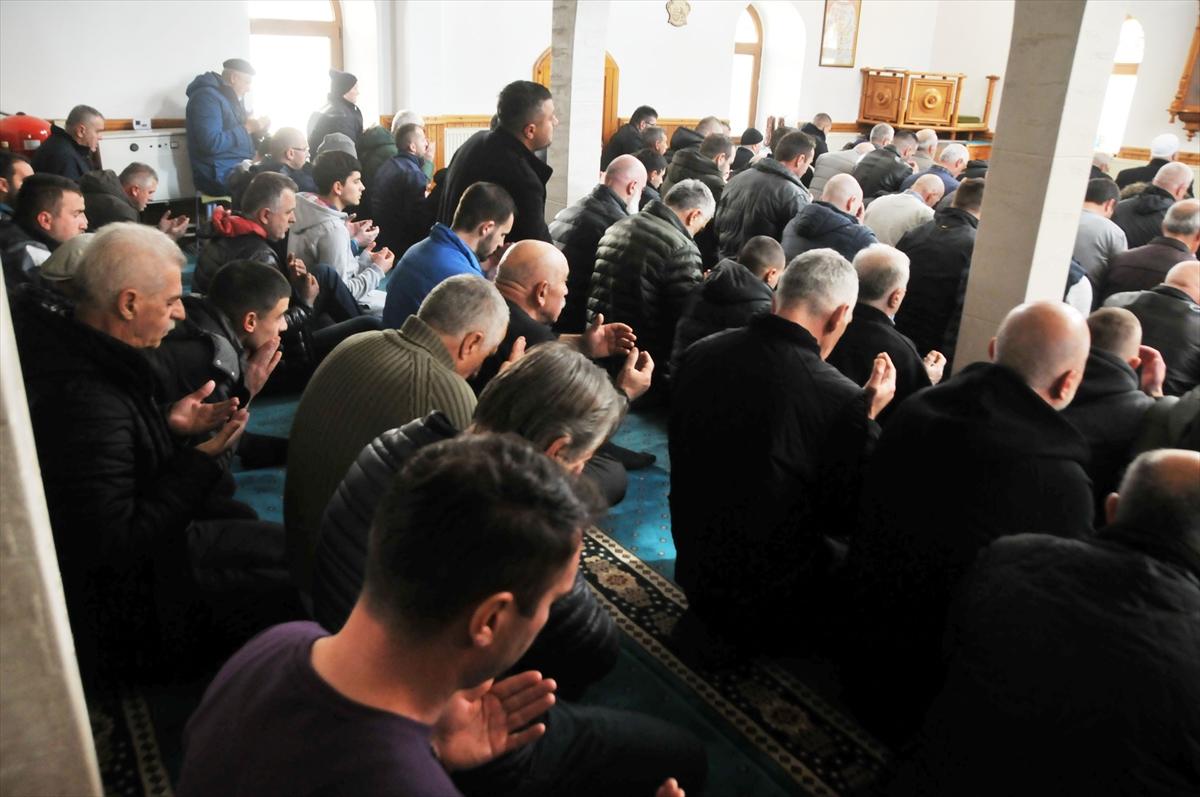 Sancak camilerinde İdlib şehitleri için dua edildi