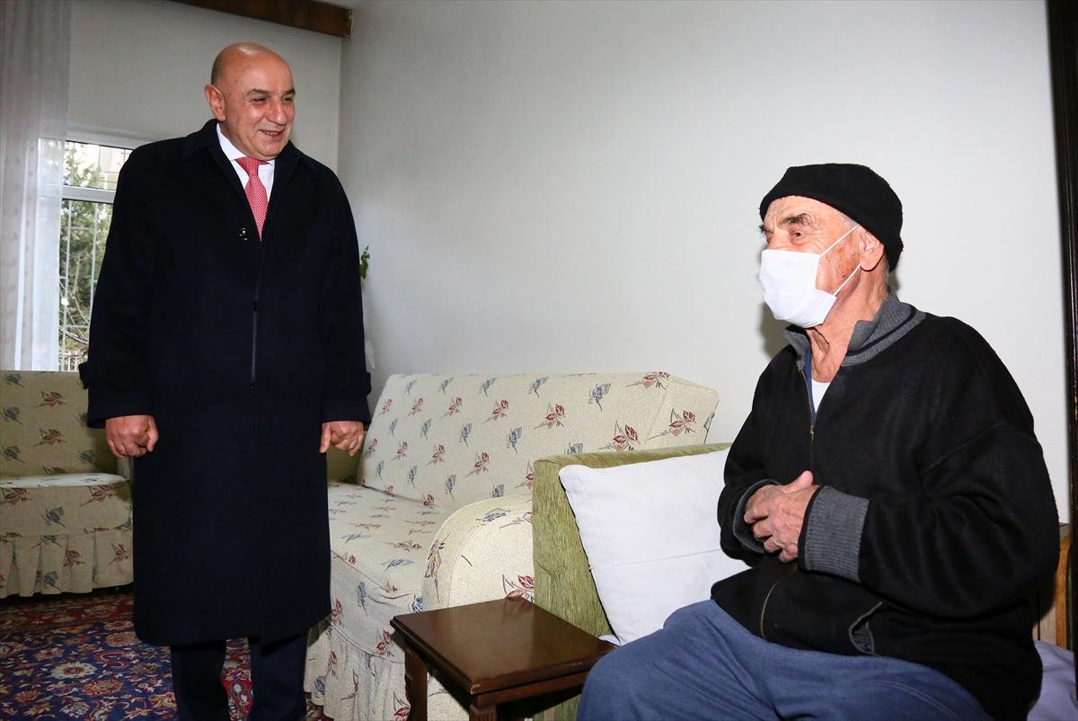 Sosyal medyada rencide edilen yaşlı adama destek ziyareti