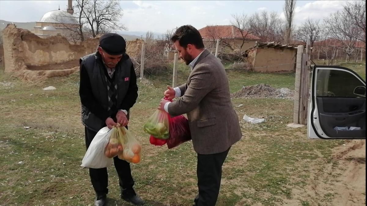 Yozgat'ın Kaykılı köyü imamı 65 yaş üstü vatandaşlara el ayak oluyor