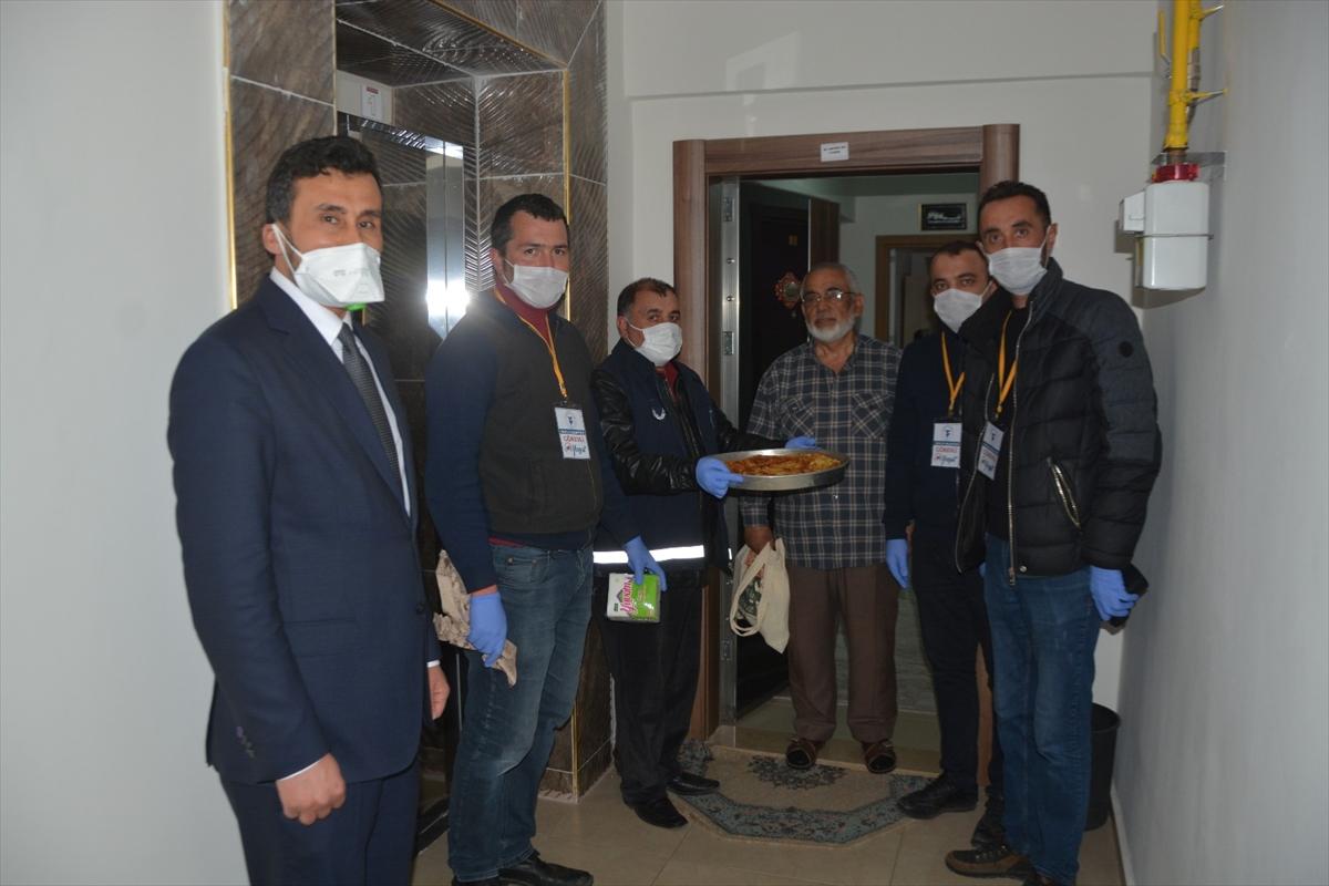 Yozgat'ta yaşlı vatandaştan zabıtaya börek sürprizi