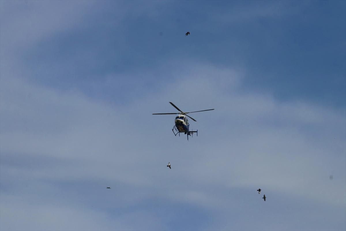 """Adana'da polis helikopterle """"evde kal"""" uyarısını yineledi"""