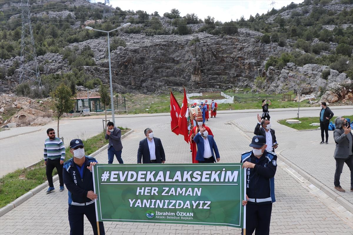 """Akseki'de mehter takımından vatandaşlara """"evde kal"""" çağrısı"""
