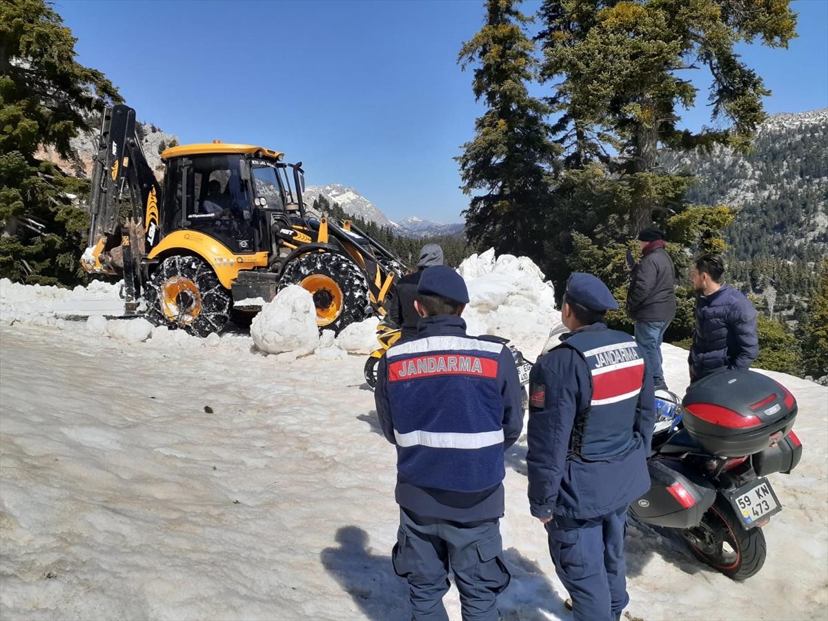 Antalya'da karda mahsur kalan 4 kişi kurtarıldı