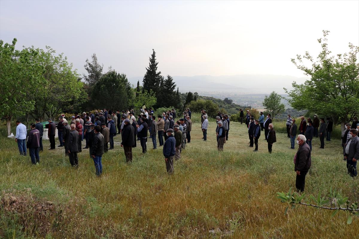 Aydın'da yangında ölen 2 ve 4 yaşlarındaki kız kardeşlerin cenazeleri toprağa verildi