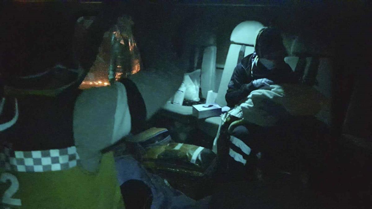 Bahçesaray'da doğum yapan kadın helikopterle hastaneye ulaştırıldı