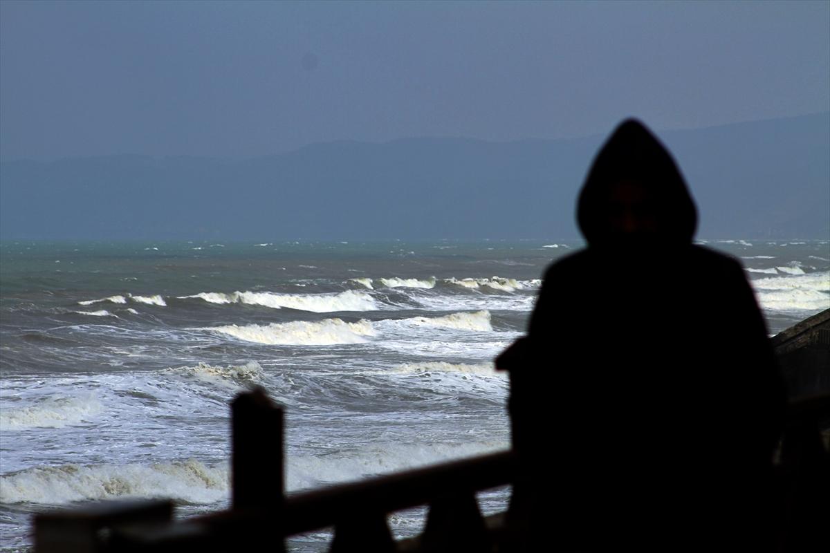 Batı Karadeniz'de kuvvetli rüzgar etkili oluyor