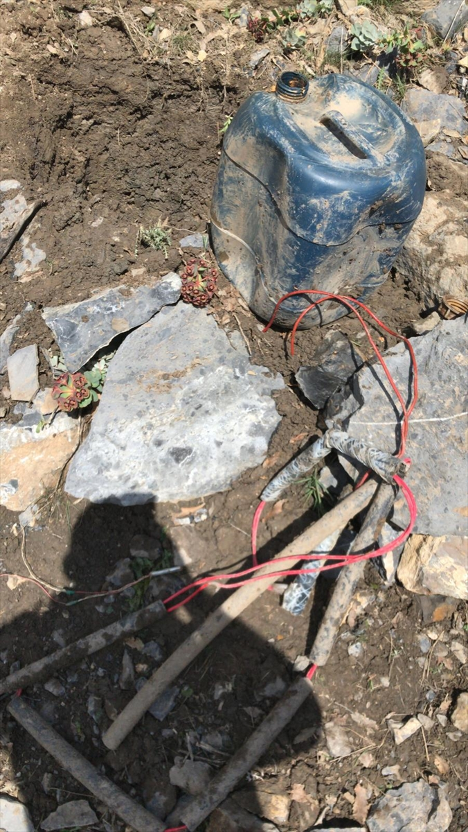 Hakkari'de güvenlik güçlerince tespit edilen patlayıcı imha edildi
