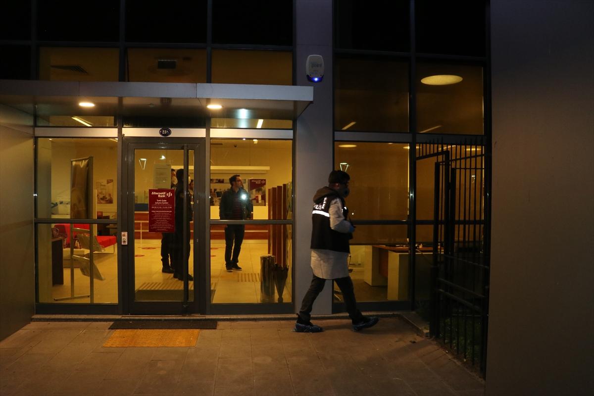 İzmir'de banka şubesini soymaya çalışan iki kişi yakalandı