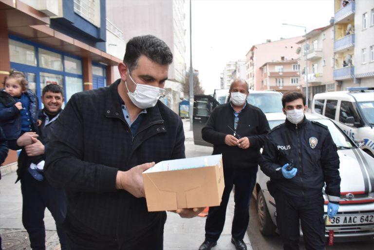 Kars'ta kavga ihbarına giden polislere pastalı sürpriz
