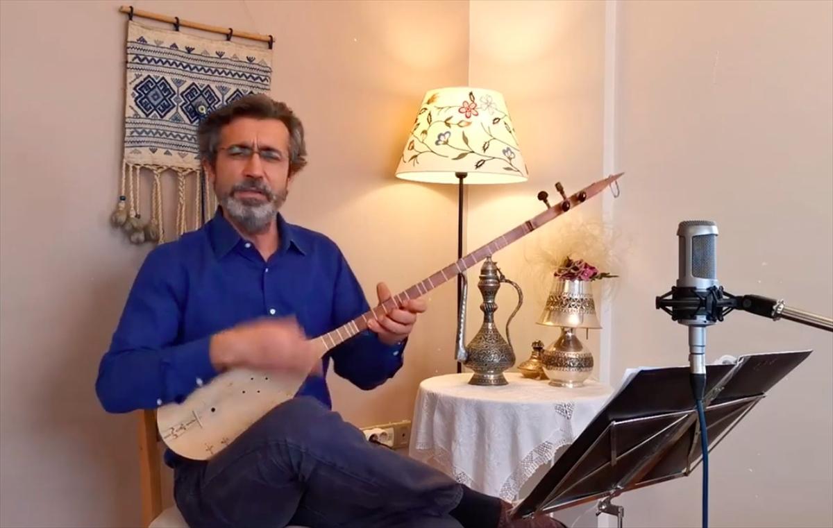 Sanatçı İrfan Gürdal, Kazaklar için internet üzerinden konser verdi