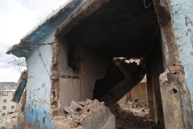 Şanlıurfa'da çöken çatı ve duvarın altında kalan iki çocuk yaralandı