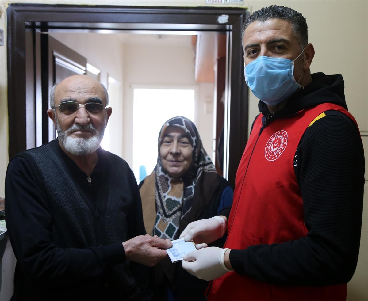 Sivaslı şehit ailesinden Milli Dayanışma Kampanyası'na destek