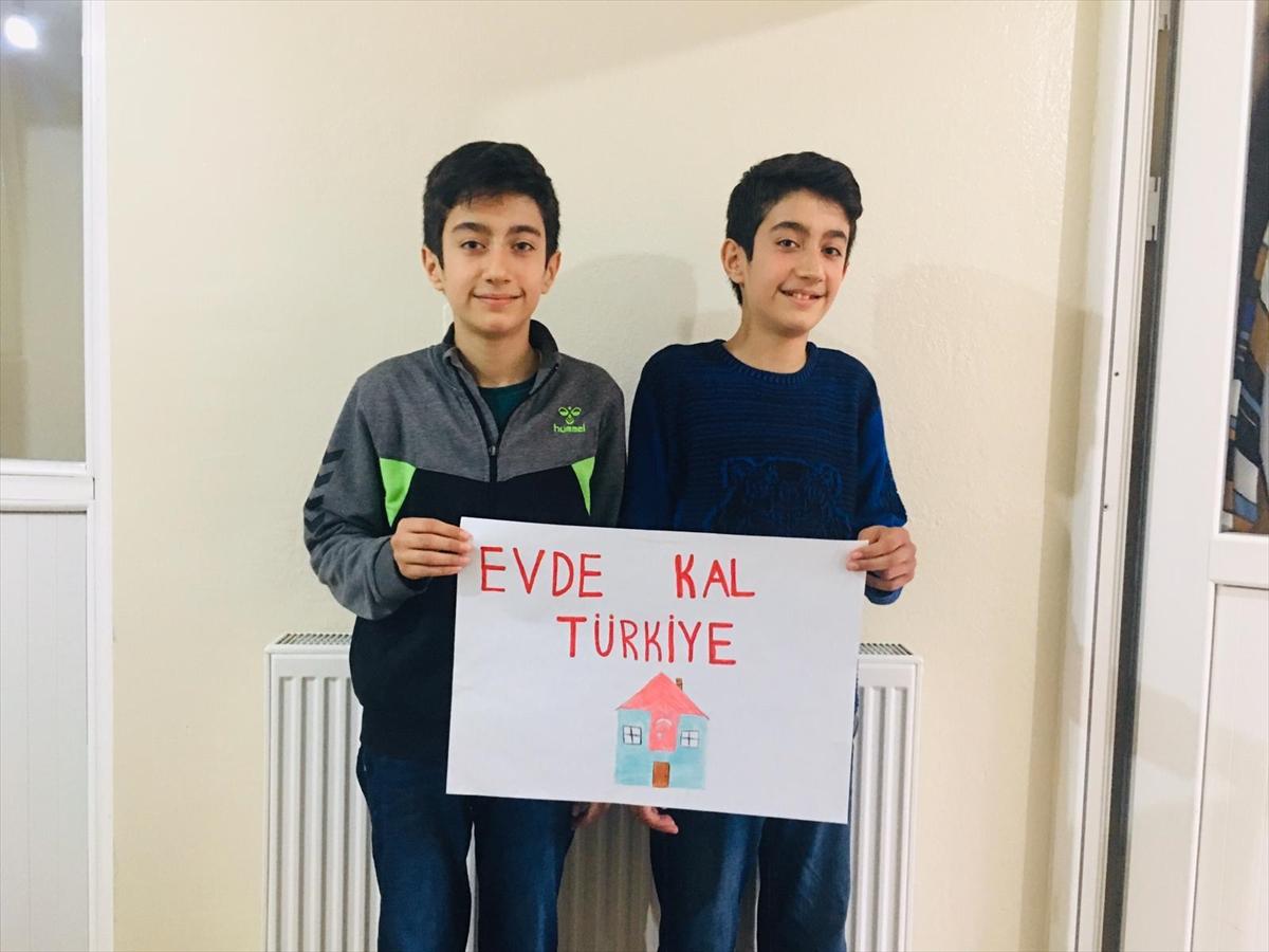 """Sosyal medyada yarışarak """"Evde kal Türkiye"""" çağrısına destek veriyorlar"""
