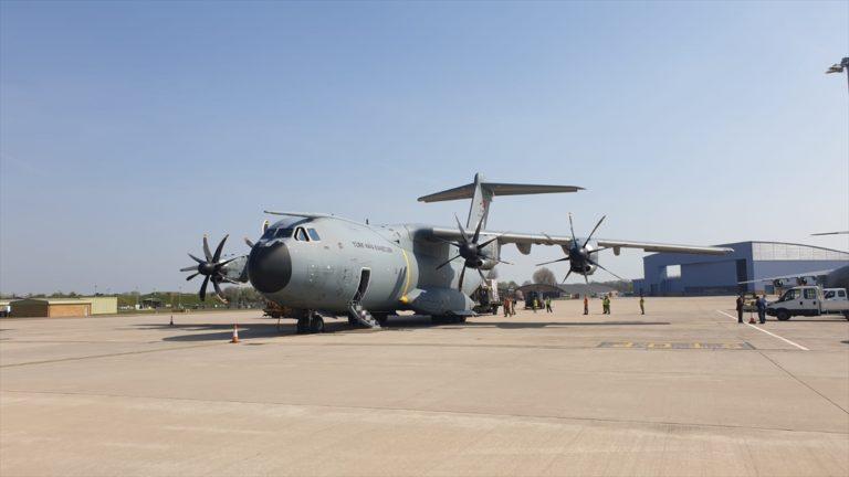 Türkiye'den İngiltere'ye sağlık malzemesi götüren askeri uçak Londra'ya ulaştı