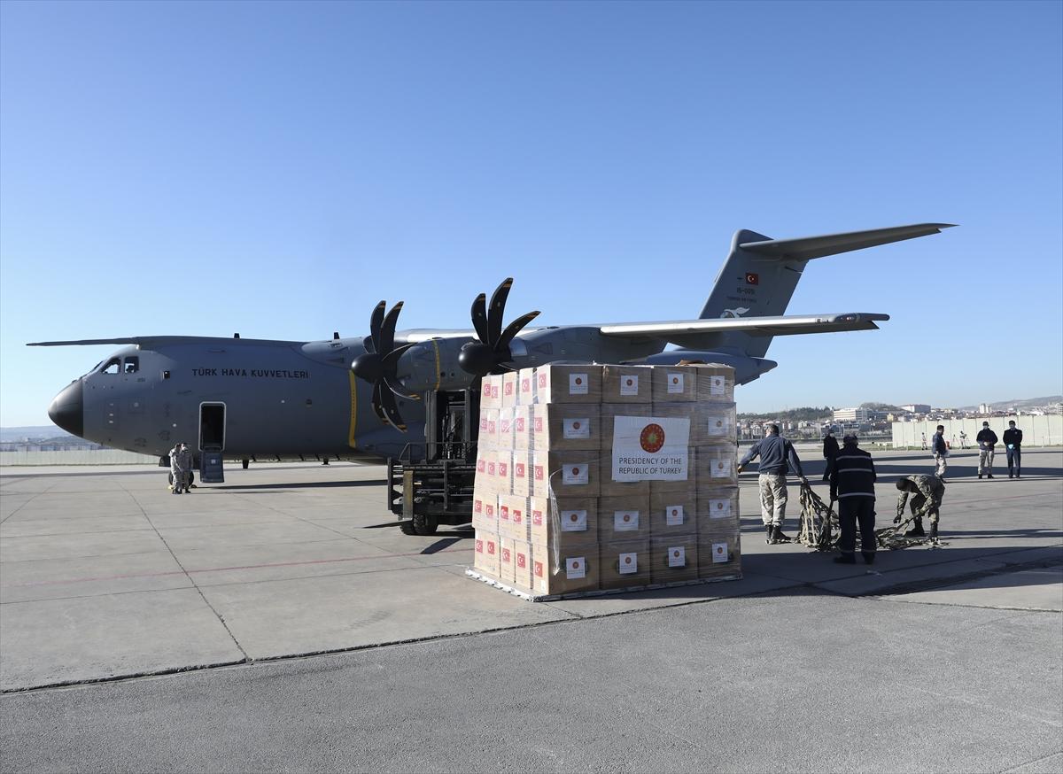 Türkiye'nin İngiltere'ye Kovid-19 salgınına karşı tıbbi yardımlarını taşıyan askeri kargo uçağı, Ankara'dan hareket etti