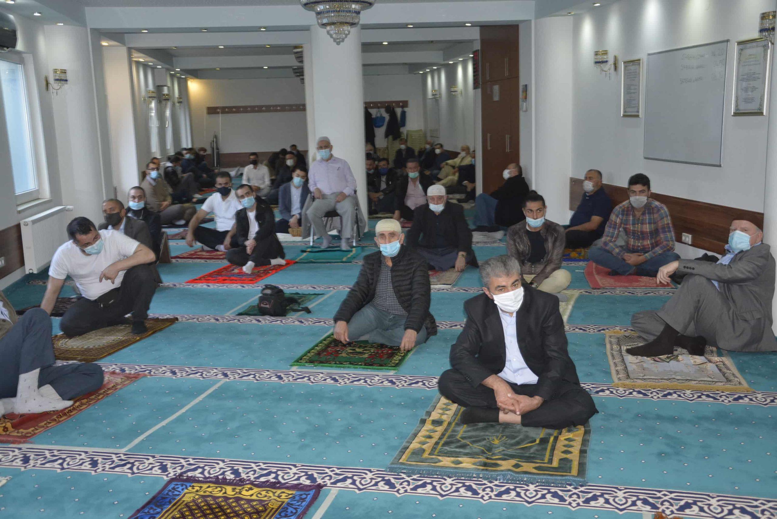 Almanya'da Sosyal mesafeli Ramazan Bayram namazı icra edildi