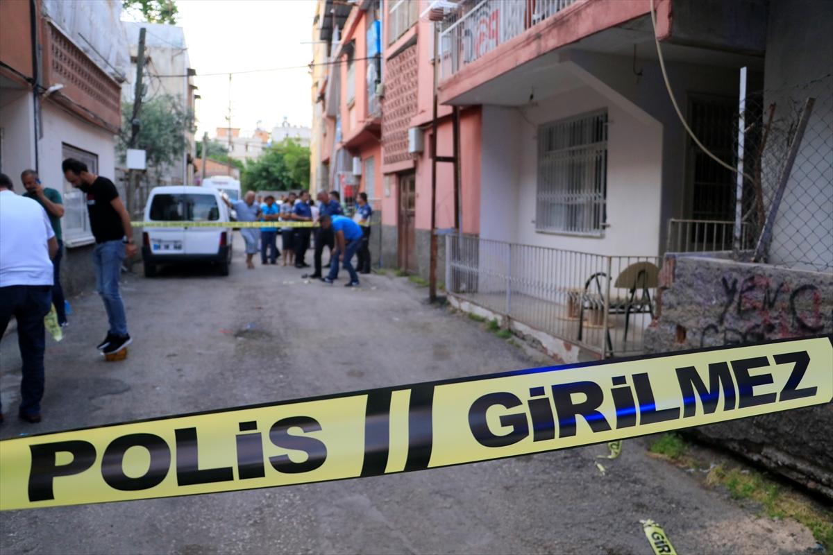 Adana'da silahlı saldırıda iki kardeş yaralandı