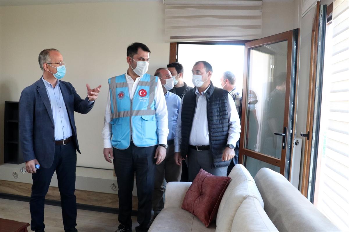 Bakan Kurum Elazığ'daki depremin merkez üssü Sivrice ilçesinde incelemelerde bulundu: