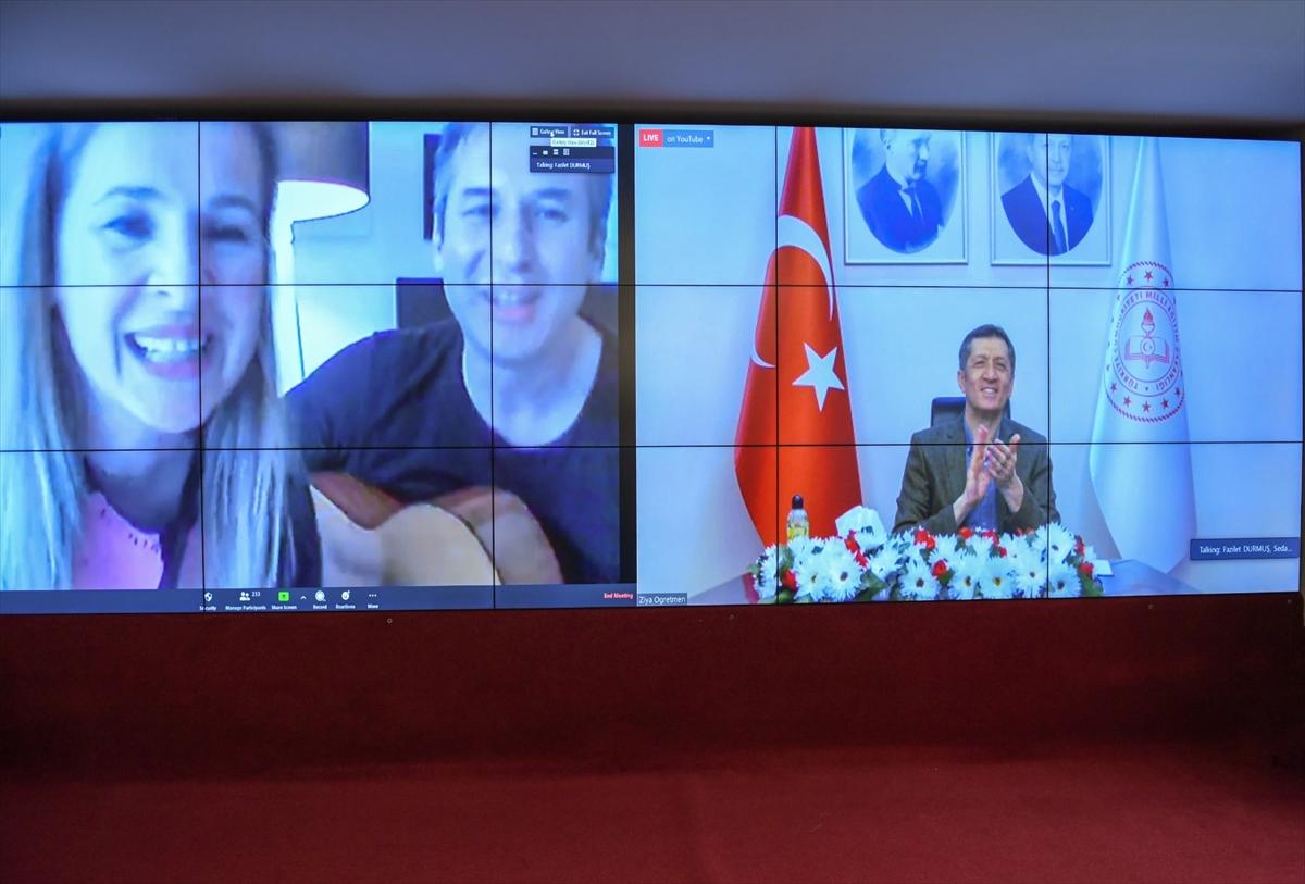 """Bakan Selçuk, """"Ziya Öğretmenle Eğitim Buluşmaları""""nda Sakarya'daki meslektaşlarıyla buluştu"""