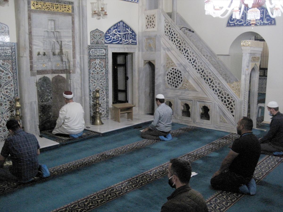 Batı Trakya'da camiler yeniden ibadete açıldı