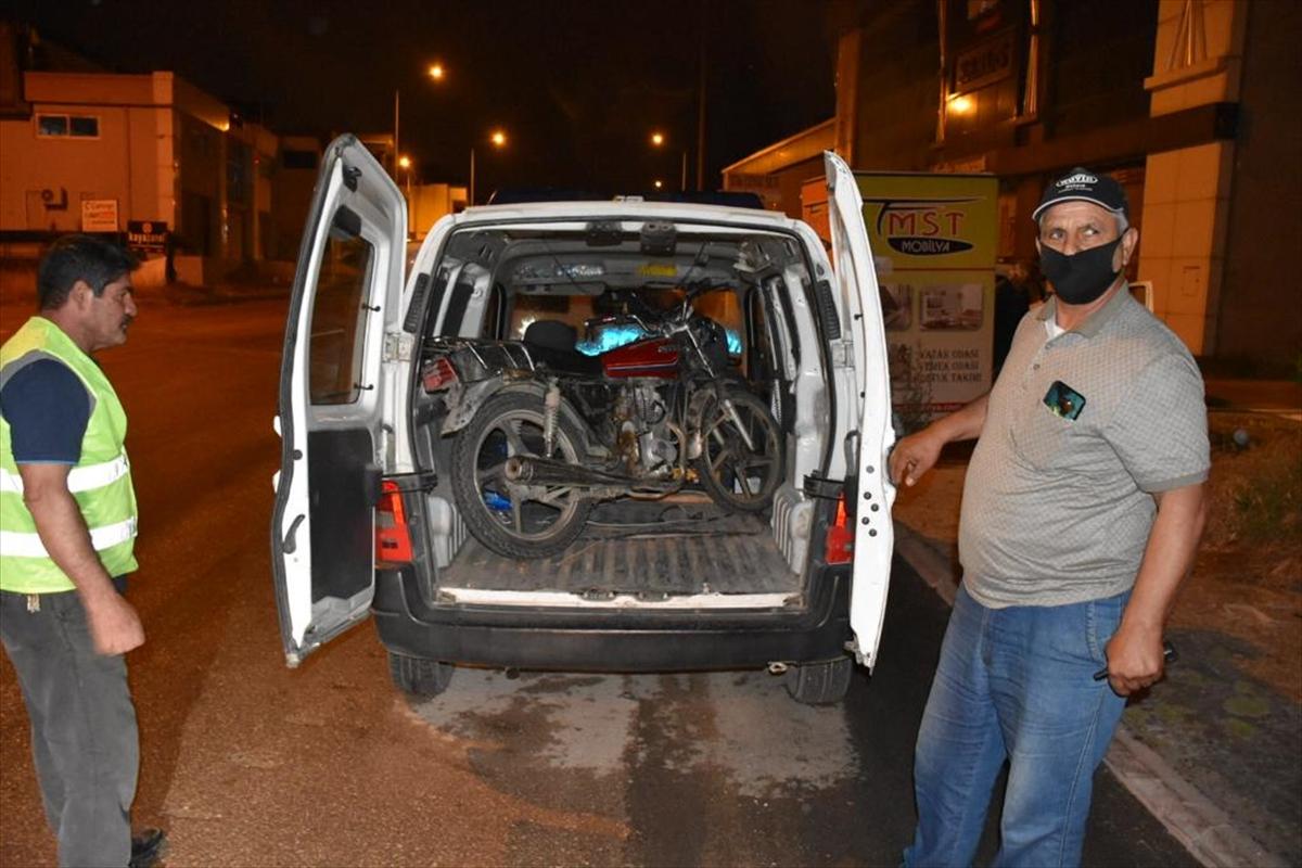 Çalıntı motosikletle sokağa çıkma kısıtlamasını ihlal eden şüpheli yakalandı