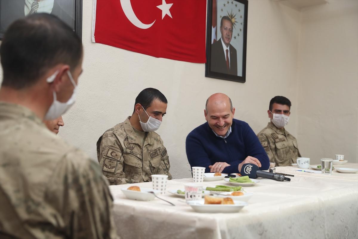 Cumhurbaşkanı Erdoğan, İkiyaka Dağları'ndaki askerlerin bayramını kutladı