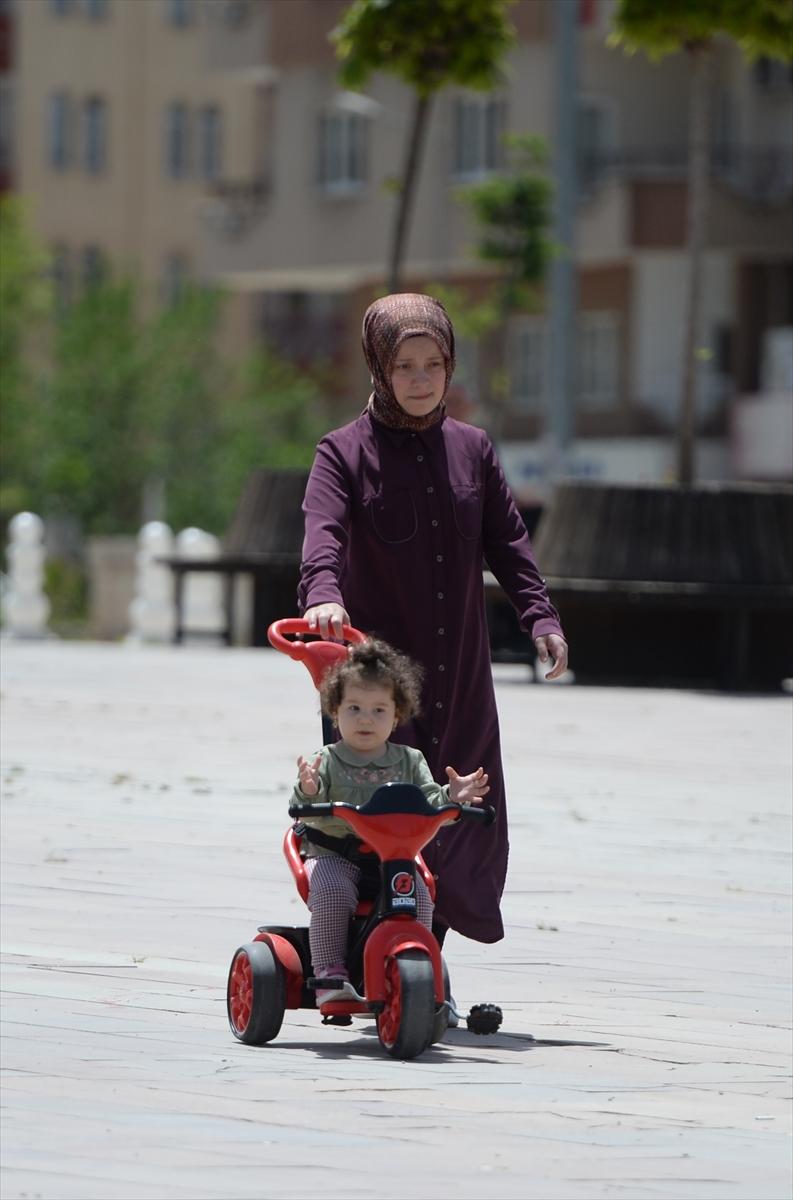 Diyarbakır, Mardin ve Elazığ'da 14 yaş ve altı çocuklar sokağa çıkmanın keyfini yaşadı