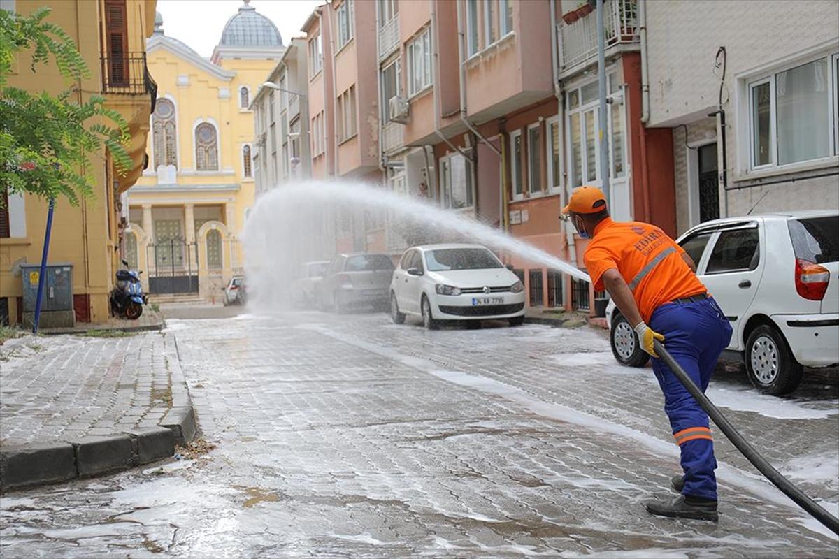 Edirne'de bayramda 2 bin 200 cadde ve sokak dezenfekte edildi