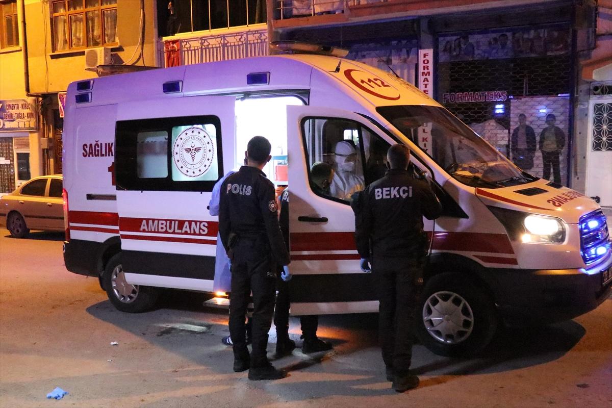 Elazığ'da hastaneye gitmemekte direnen koronavirüs şüphesi bulunan kişiyi polis ikna etti