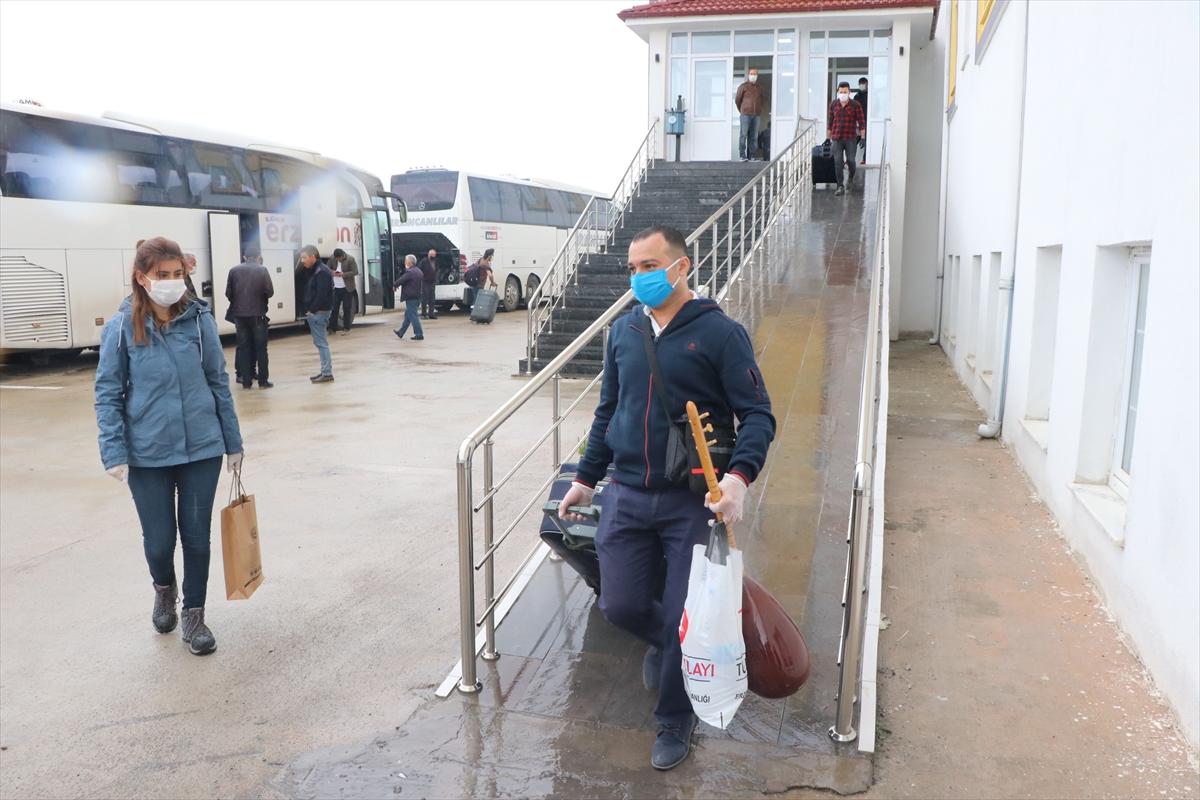 Erzincan'da karantina günlerine sazlı sözlü veda