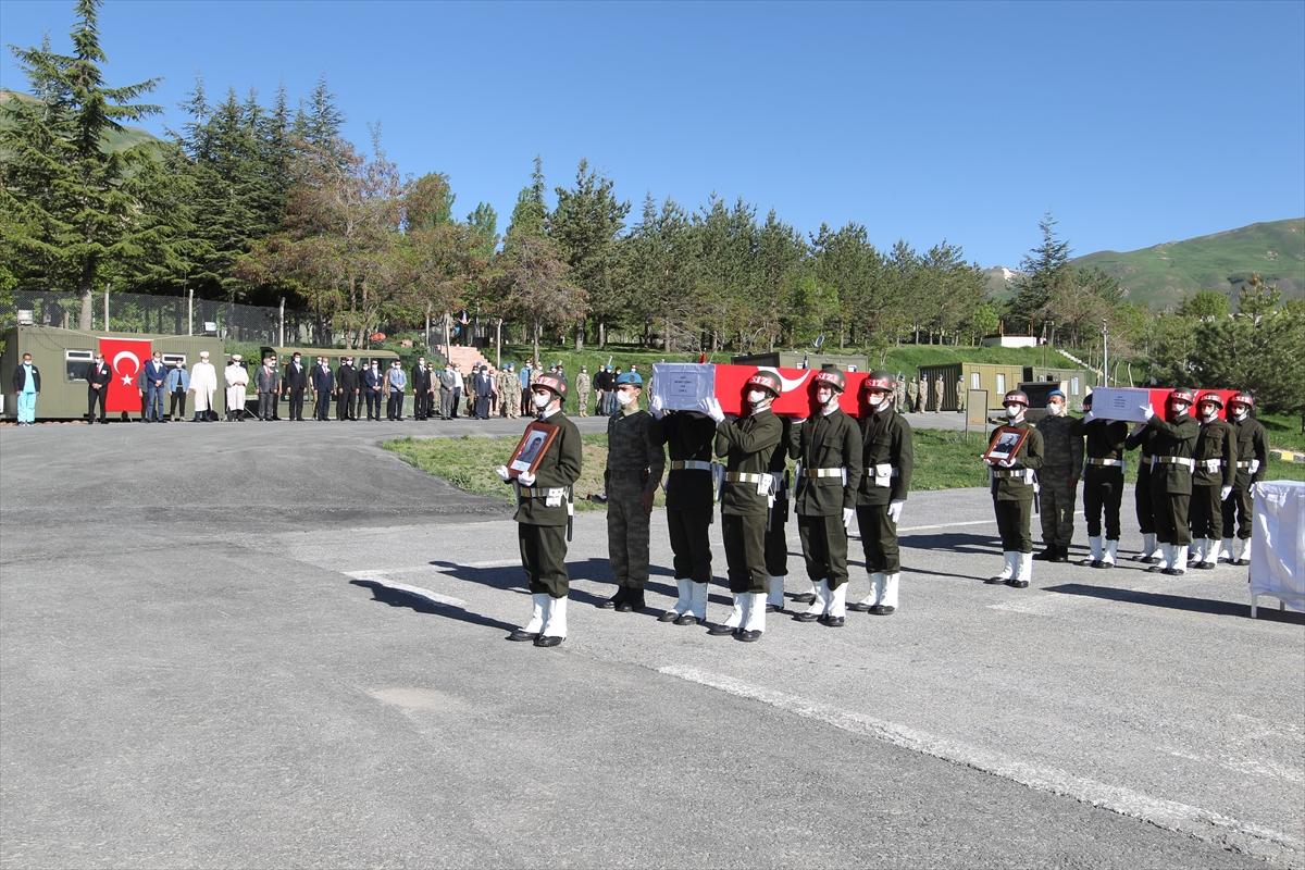 Hakkari'de terör saldırısında şehit olan askerler törenle memleketlerine uğurlandı