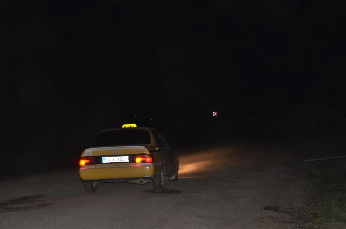 Heyelan nedeniyle kapanan Hakkari-Yüksekova kara yolu ulaşıma açıldı
