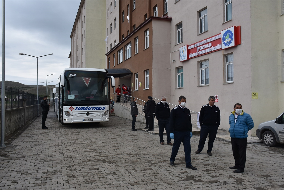 İrlanda'dan getirilen Türk vatandaşlarının Kars'taki karantina süreleri tamamlandı