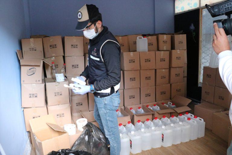 İzmir'de yaklaşık 8 ton kaçak etil alkol ele geçirildi
