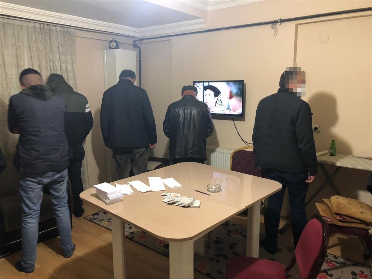 Kars'ta kumar oynarken yakalanan 8 kişiye sosyal mesafeyi ihlalden para cezası