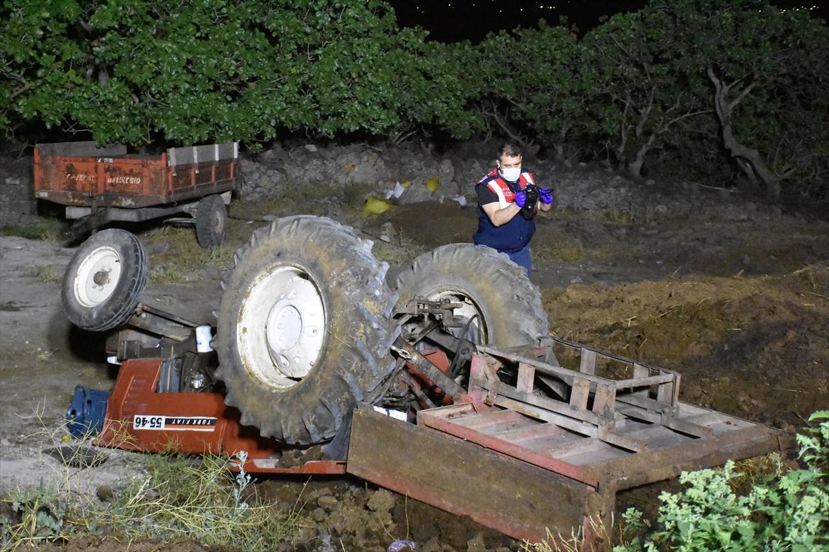 Manisa'da traktörün devrilmesi sonucu bir kişi ağır yaralandı