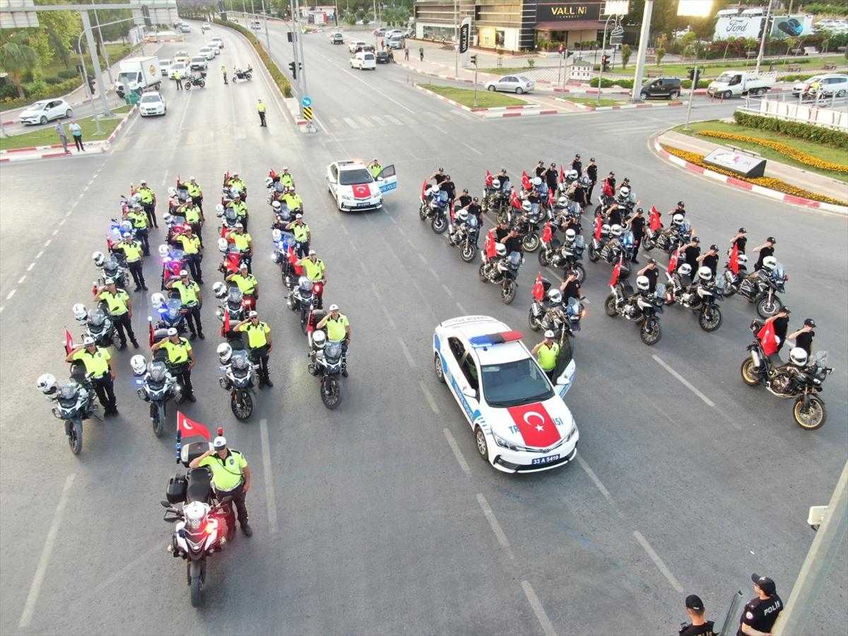 Mersin'de polis korteji vatandaşlara 19 Mayıs coşkusu yaşattı